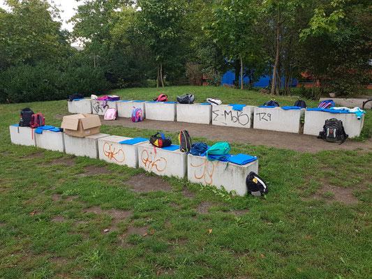 Sitzplätze frei - alle Kids auf Entdeckungsreise am Flügel
