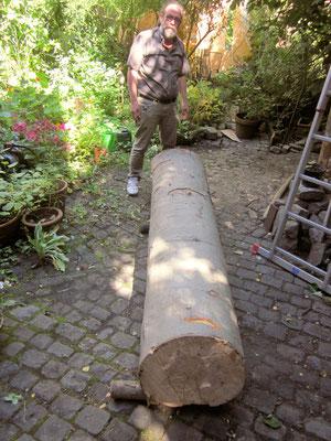 Transport des Rohlings für die Stele auf der Aachener Kunstroute 2015, fast erreicht