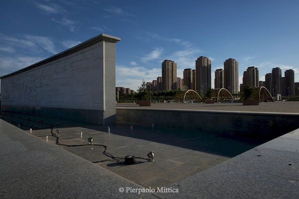 An empty fountain in Kangbashi District, Ordos