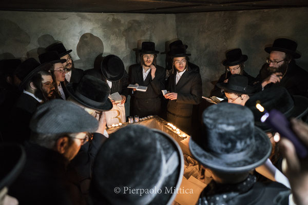 Jews while praying on the tomb of Rabbi Menachem Nochum Twersky. The tombs were forgotten for many years and recovered in the early 90s thanks to the Jewish community that restored and preserved them.