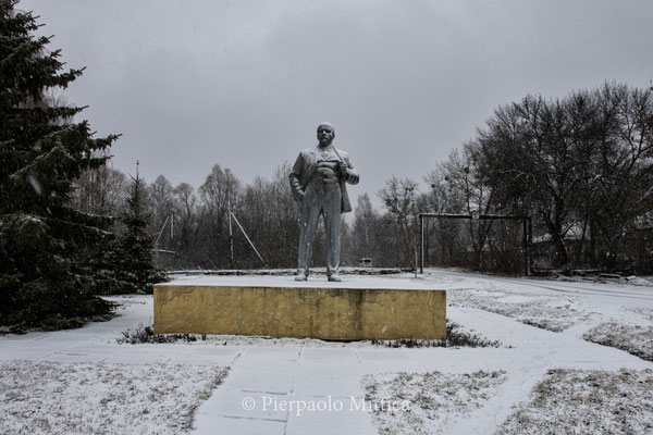 the Lenin statue in the main square of Chernobyl towm
