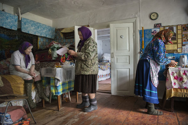 Hanna with Maria and her sister Sofia in her house preparing the mushrooms for lunch, Kupovate village. Chernobyl Exclusion Zone.