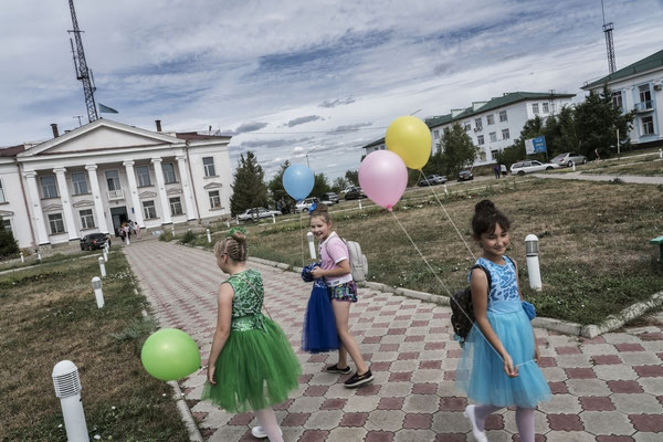 Girls leaving school in one of the main squares of the city of Kurchatov.