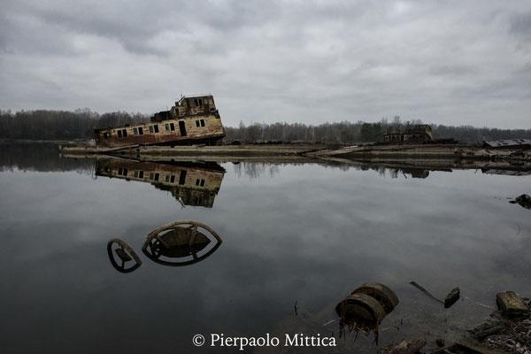 Navi affondate, porto fluviale di Chernobyl