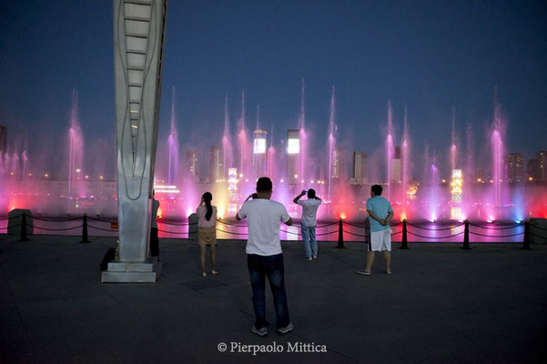 The fountain with a show of light effects, water and sounds along the Wulan Mulun river