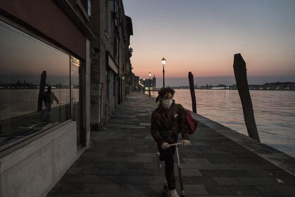 A boy while going home along fondamenta San Giacomo, Giudecca