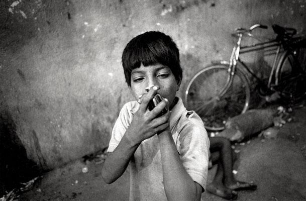 Glue - sniffing, Mumbai 2002