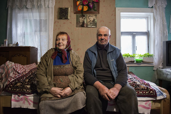 Vasilij 80 years old and his wife Matriona 76, in their home in Teremzy. Before the accident, and the following evacuation, the village had 300 inhabitants. Today only 20 people leave here. Teremzy, Chernobyl Exclusion Zone