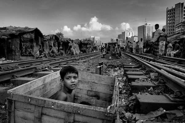Karowanbazaar slum, Dhaka.