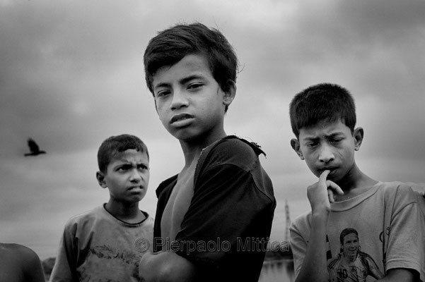 Tokai waiting to go to work, Demra Matoel dump, Dhaka