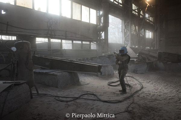 negli ultimi anni, 40.000 tonnellate di rottami metallici sono stati esportati, e attualmente 1 milione di tonnellate rimangono ancora nella zona di esclusione con un valore stimato di un miliardo di dollari.