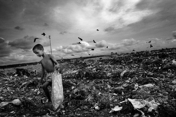 Tokai collecting garbage, Aminbazar landfill dump, Dhaka