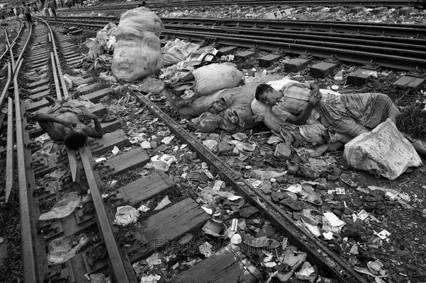 Tokai sleeping, Tonghi station, Dhaka.