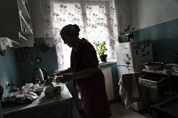 Goravanina Fedorova in her home in Kurchatov while preparing dinner. Goravanina Fedorova is living in Kurchatov town. She assisted to the nuclear explosions.