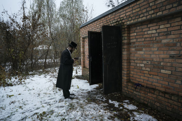 Jew in front of the tombs of  Grand Rabbi Aharon Twersky Admur of Chernobyl and Grand Rabbi Menachem Nachum Twersky Admur of Chernobyl.