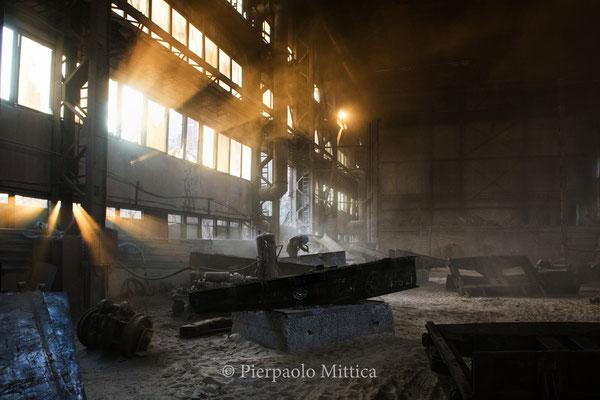 Il magazzino deve i metalli radioattivi vengono puliti, immerso nella polvere radioattiva