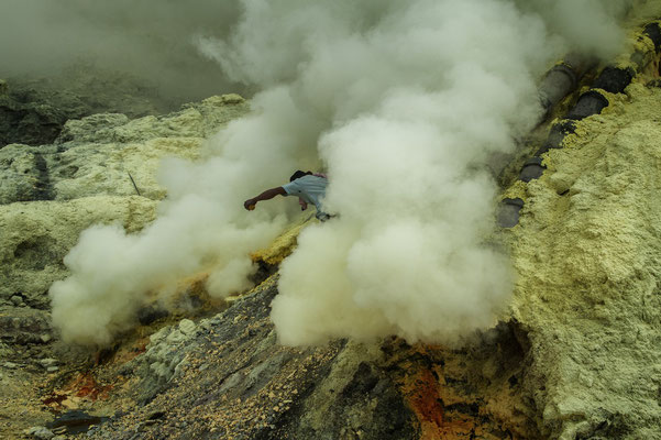 A sulphur miner while escaping from toxic gasses