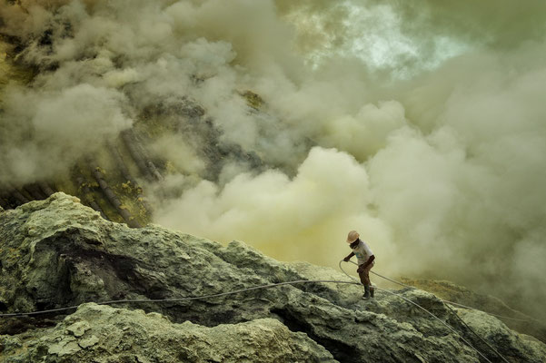 A sulphur miner inside the volcano