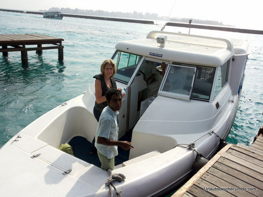 mit dem Schnellboot in ~45min nach Biyadhoo