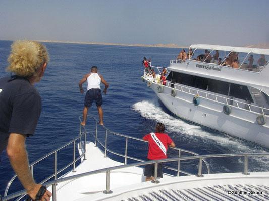 ein Rennen zwischen zwei Booten