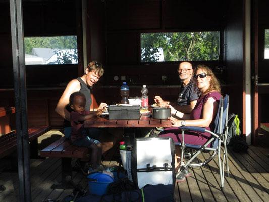 Auf dem Camping in Helsinki. Familientreffen nach zwei Monaten