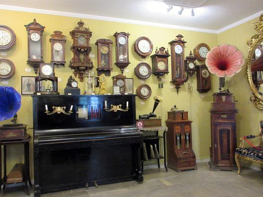 Im kleinen Museum für  Musik und Zeit