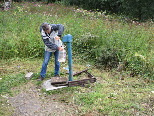 Wasser ist auf dem Land einfach aufzufüllen