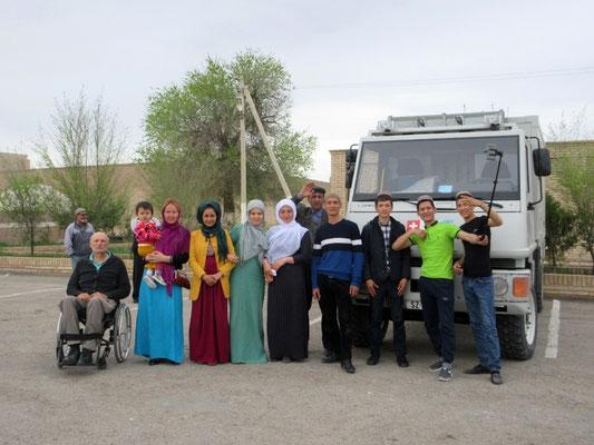 Die Kleider der Frauen in Turkmenistan waren farbenfroh, nach dem Iran eine Augenweide