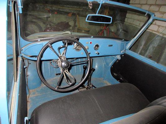 Dieser Lada aus den 50er Jahren war schon auf Handbetrieb umgebaut