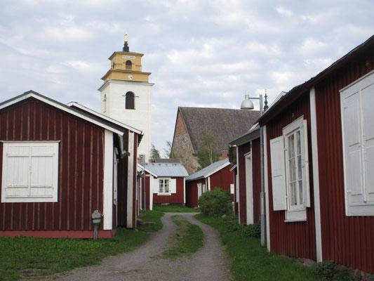 Gammelstad aus dem 17. Jahrhundert. Die kleinen Behausungen dienten als Übernachtungsort weil Kirchenpflicht bestand.