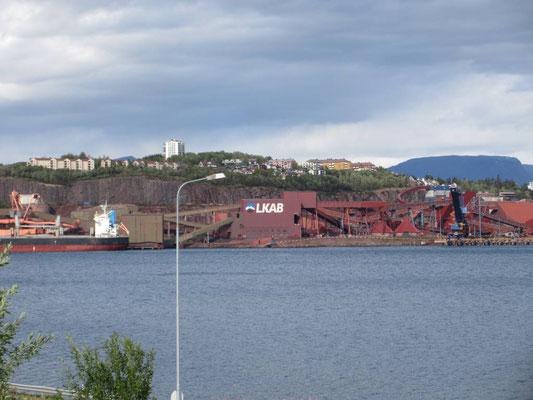 Verladestation von Bahn auf Schiff in Narvik, der staatlichen Bergbaugesellschaft Schwedens