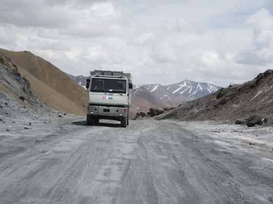 Auf dem höchsten Punkt unserer jetzigen Reise, dem 4664m hohen Akbytal-Pass