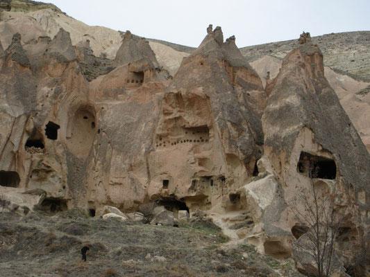 In solchen Höhlenwohnungen haben die Leute noch bis 1950 gelebt