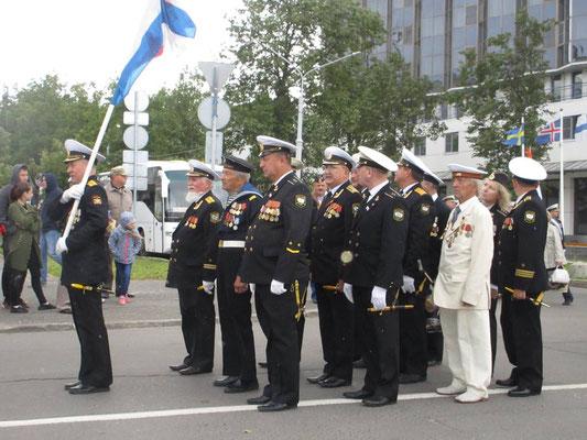 Nach einstündiger Ansprache auf der Strasse von Arkhangelsk