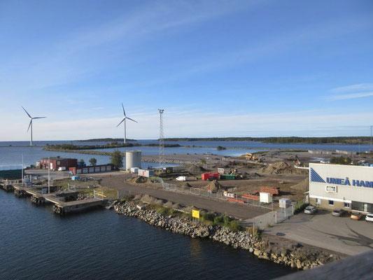 Ausfahrt aus dem schwedischen Hafen Umea nach Finnland