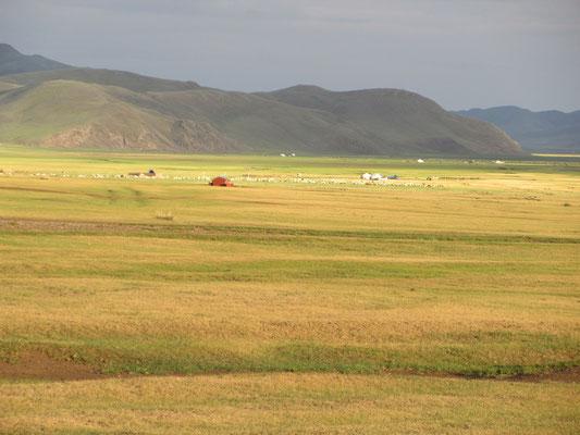 Abendstimmung in der Weite der Mongolei