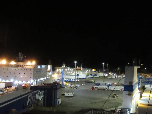 Das rege Treiben im Hafen fasziniert uns immer wieder