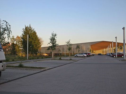 Unser Stellplatz bei Sonnenuntergang, beim Nationalmuseum in Tartu