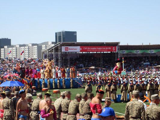 Eröffnungszeremonie zu Naadan im Stadion von Ulan Bator