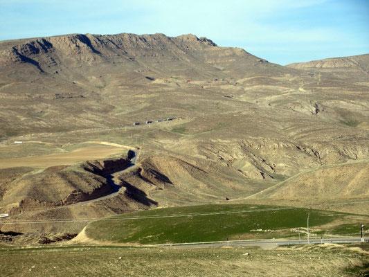 Die letzten 20km im Iran zum Grenzort Bajgiran auf 1614m führten durch karge Landschaft