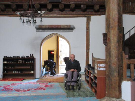 Peter durfte die Moschee nur von ausserhalb anschauen, was aber die Ausnahme sein soll