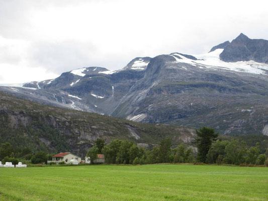Beim Skjomenfjord kommen die Gletscher nahe ans Meer