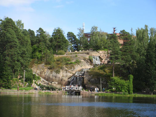Künstlicher Wasserfall im Park von Kotka