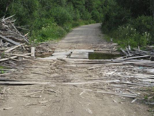 Die neue Strasse ist im Bau, die Abkürzung spart uns 250km