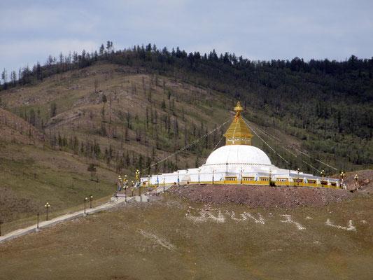 Zum Kloster Amarbayansgalant wurde eine rieseige Stupa neu errichtet