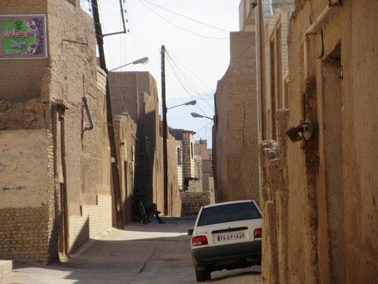 Die Gassen in den traditionellen Stadtteilen sind oft eng