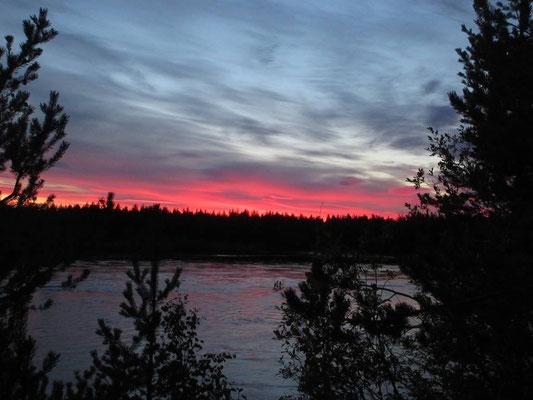 Wenn am Abend der Himmel brennt, das für mindestens eine Stunde in orangen bis roten Schattierungen