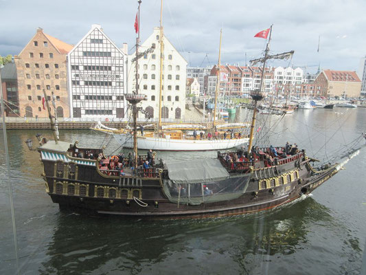 Reger Schiffsverkehr auf der Mottlau