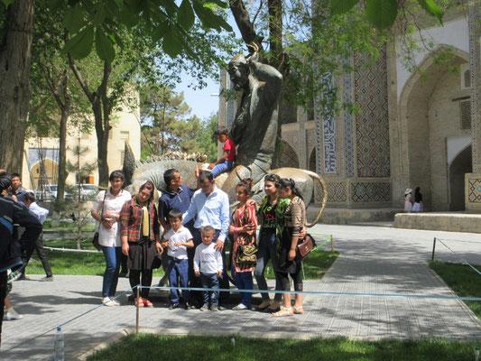 Die Till Eulenspiegel Figur mit Esel von Buchara. In Usbekistan Hodscha Nassredin genannt, erfreut sich ausserordentlicher Beliebtheit