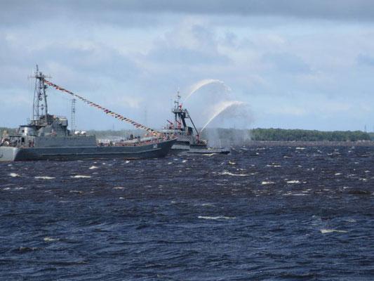 Parade der Marine auf dem Meer